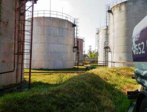 Более полумиллиона литров нелегальной спиртосодержащей жидкости обнаружено в Беслане. ВИДЕО
