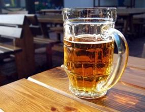 Жители Германии снова пьют меньше пива