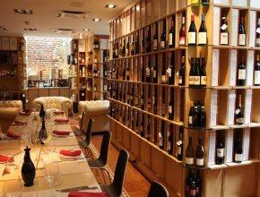 В барах и ресторанах Италии начали принимать пустые бутылки