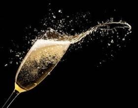 Комитет Госдумы не поддержал законопроект о возобновлении запрета на рекламу вина и шампанского