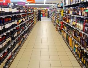 «Вот так эстонцы, финны и шведы заправляются»: дешевое спиртное влечет жителей ЕС в Прибалтику