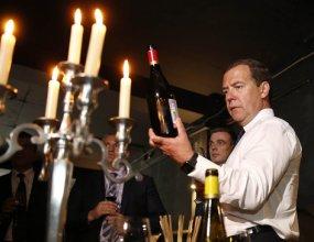 Медведев поручил проработать введение квоты для российских вин в рознице