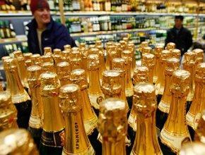 Отмечаем уже месяц. В декабре выпивают в 3 раза больше шампанского, чем обычно