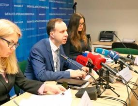 Литовский министр счел абсурдом идею убрать из поэмы строки о чарке меда
