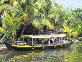 Туристы активнее посещают штат Керала в Индии после отмены ограничений на продажу алкоголя