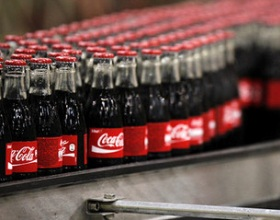 Чистая прибыль Coca-Cola в 2017 году упала в 5 раз