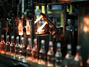 В индустриальном парке «ЭКРАН» запустили промышленное производство стеклотары с нанонапылением