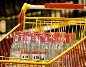 Президенты Латвии и Эстонии обсудили цены на алкоголь