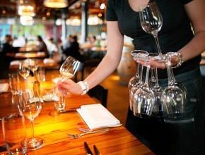Рестораторы обратились к правительству с просьбой упростить получение лицензий на продажу алкоголя
