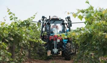 На Кубани показали современную виноградарскую технику. ФОТО